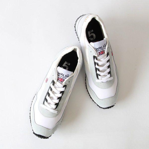 ランニングシューズから生まれた、イギリス製のおしゃれな白いスニーカー