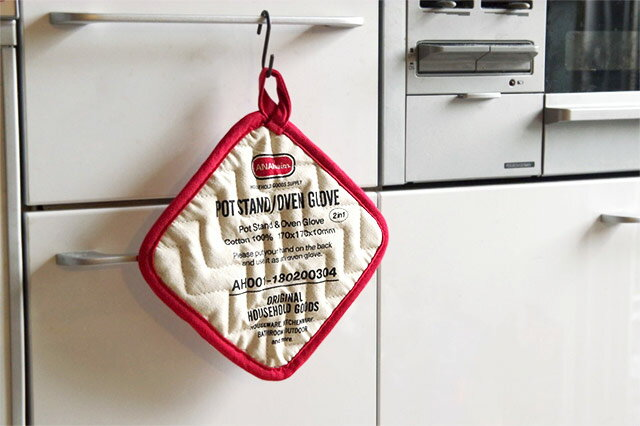 使わない時は引っ掛けて収納できる、おしゃれなオーブングローブ