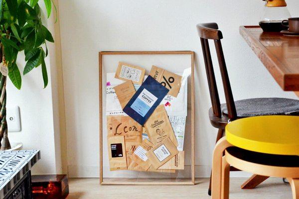透明なキャンバスと木製のフレームの、シンプルでおしゃれな額縁