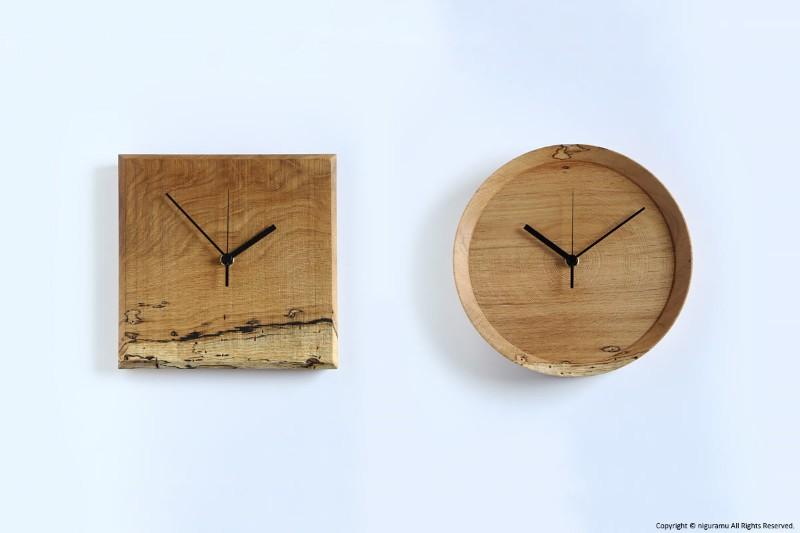 おしゃれな虫喰いの壁掛け時計