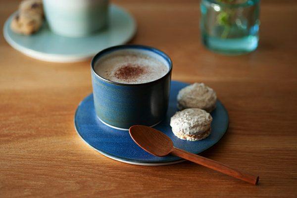 アート作品のような美しさを持ちながら食卓に溶け込む、おしゃれな砥部焼のお皿