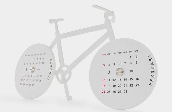 自転車のかたちをした、おしゃれなペーパーキットカレンダー2019年版