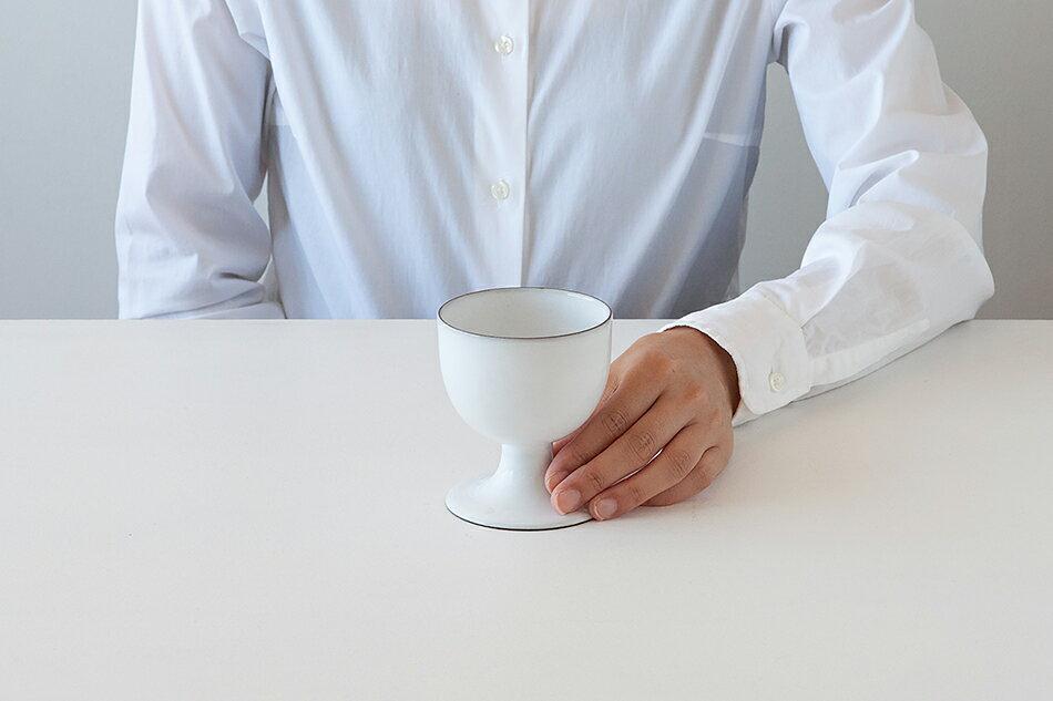 気兼ねなく使える、おしゃれな脚付きのフリーカップ