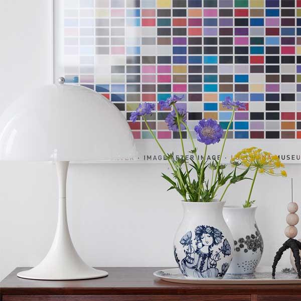 キッチン用品などの収納にも使用できる、おしゃれな花瓶