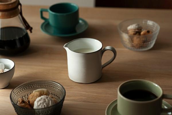 陶器を愛する北欧の町で生まれた、柔らかい白色のおしゃれなジャグ