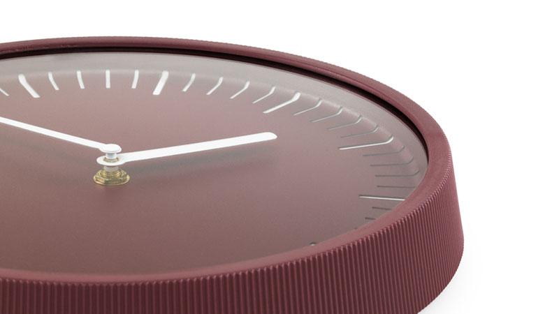 象徴的なデザインと優雅さを備えた、おしゃれな北欧デザインの壁掛け時計