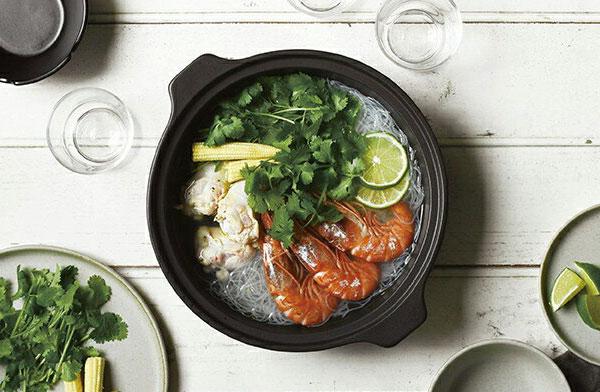 蒸す、炊く、煮るが自由に楽しめる、モダンなデザインのおしゃれなIH対応の土鍋