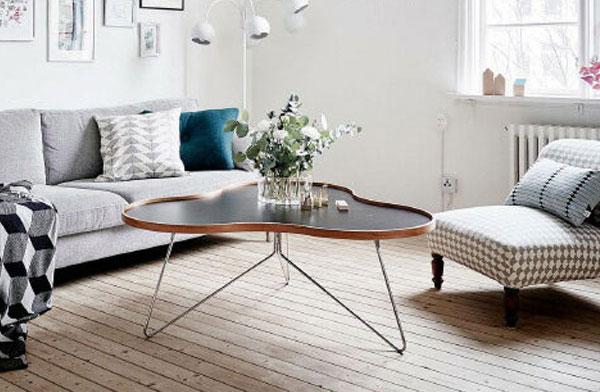有機的なカーブが美しい、おしゃれなデザインのコーヒーテーブル