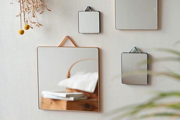飾るようにインテリアの一部として楽しめる、おしゃれな鏡