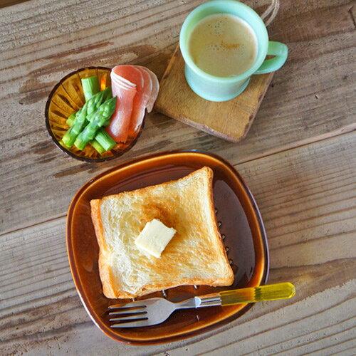 トーストを蒸れずに美味しく食べることができる、おしゃれなお皿