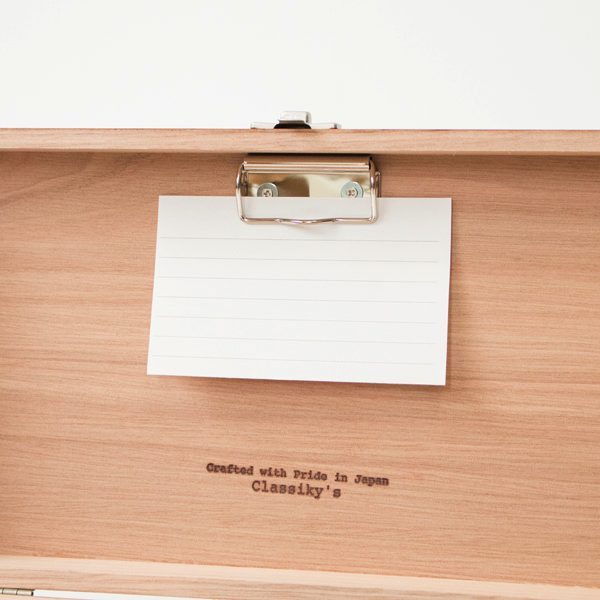 レトロなデザインがおしゃれな、一生ものの木製の収納箱