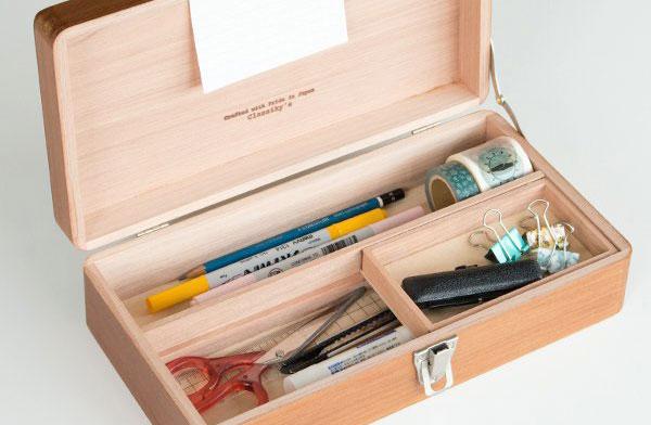 レトロなデザインがおしゃれな、一生モノの木製の収納箱