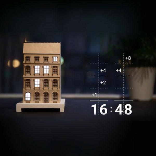 2進法で時刻を表示する、パリの建物をモチーフにしたおしゃれな置き時計