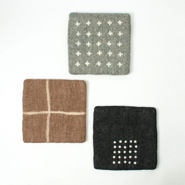温もりを感じる、おしゃれなフェルト素材のチェアパッド