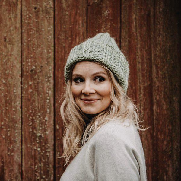 長持ちし温かい、フィンランド製のおしゃれな手編みのニットキャップ