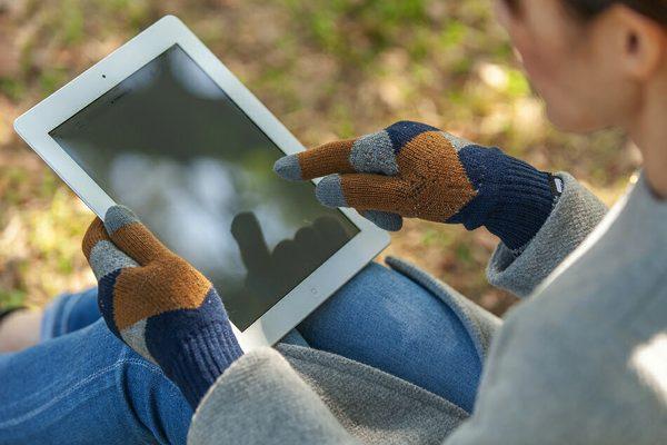 快適なスマートフォン操作を可能にしてくれる、おしゃれなニット手袋