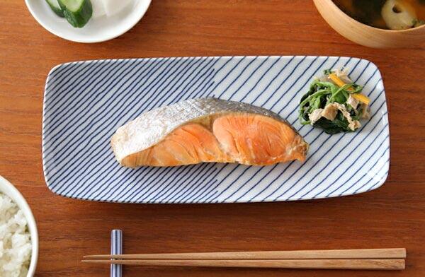 どんな料理にも合う、懐の深いおしゃれな四角いお皿