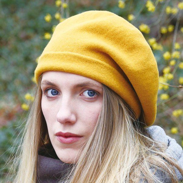秋冬のおしゃれアイテムとしてオススメの、ウールのロールアップベレー