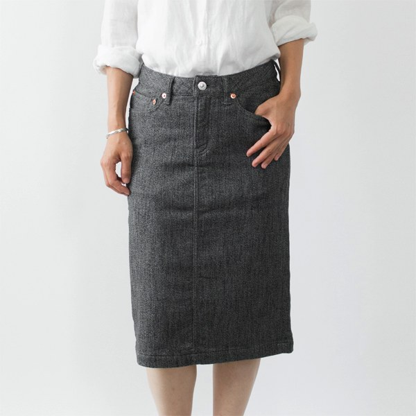 様々なウエアに合わせやすい、型崩れしにくく柔らかストレッチ素材のおしゃれなスカート