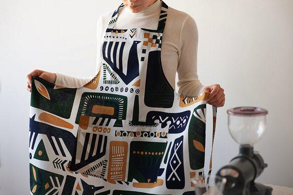 キッチンに立つのが楽しくなる、北欧デザインのおしゃれなエプロン