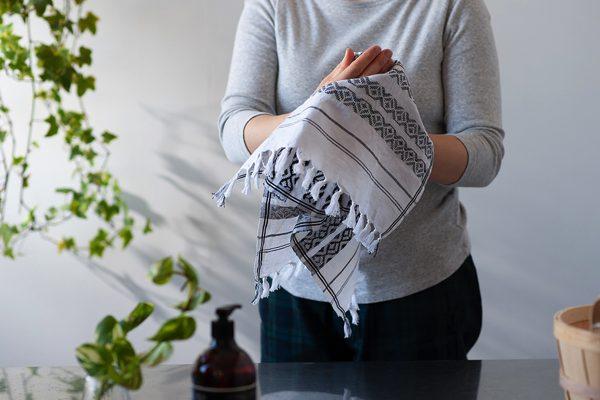ハンドタオルやテーブルクロスなど、色々な用途に使える使えるおしゃれなマルチクロス