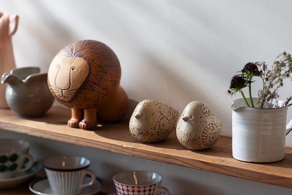 心に癒しを与えてくれる、おしゃれなタマゴ型のトリのオブジェ