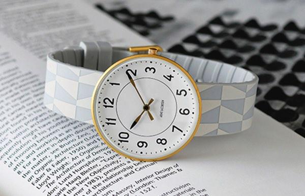 世界に一つしかないシリアルナンバー入りのおしゃれな腕時計