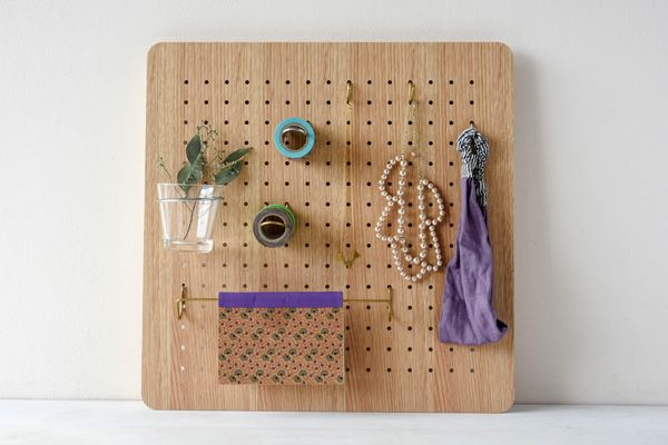 自由自在の組み合わせで機能的な壁面収納が実現できる、おしゃれなペグボード