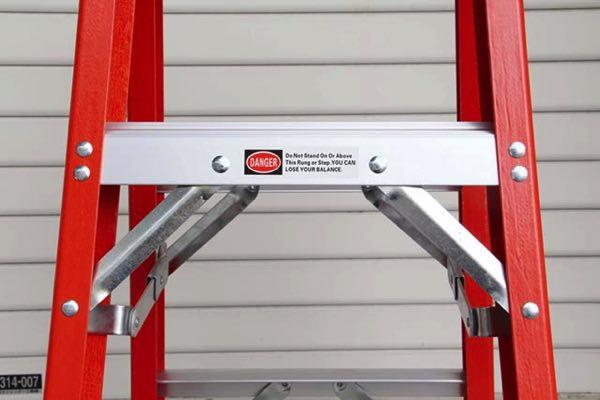 1901年創業の梯子メーカーが作った、おしゃれなファイバーグラス製の脚立