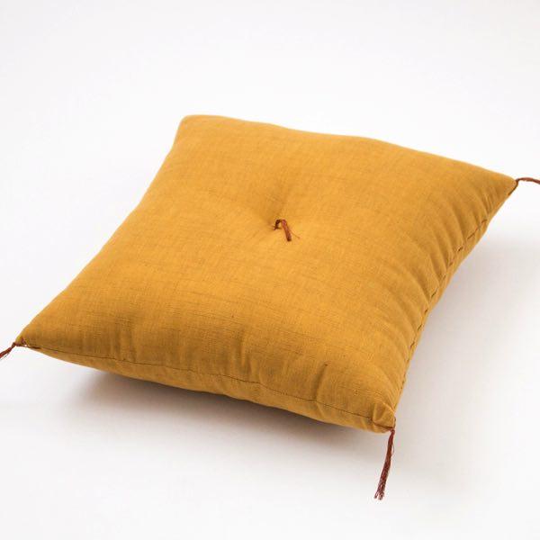 伝統的な仕立てによって作られた、弾力のある柔らかな座り心地のおしゃれな座布団
