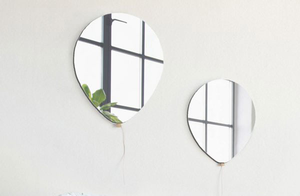 風船のようなデザインのおしゃれな鏡