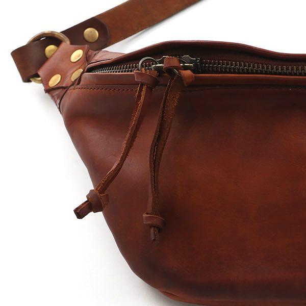 軽快に身軽に持ち歩ける、おしゃれな革製ウエストバッグ