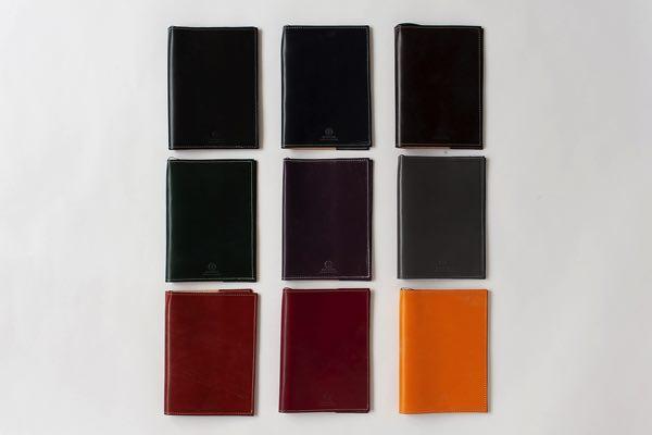 最高級のブライドルレザーを使用した、豊富な色が魅力のおしゃれな革製ブックカバー