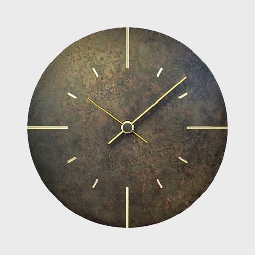 真鍮と着色のコントラストが美しい、おしゃれな掛け時計