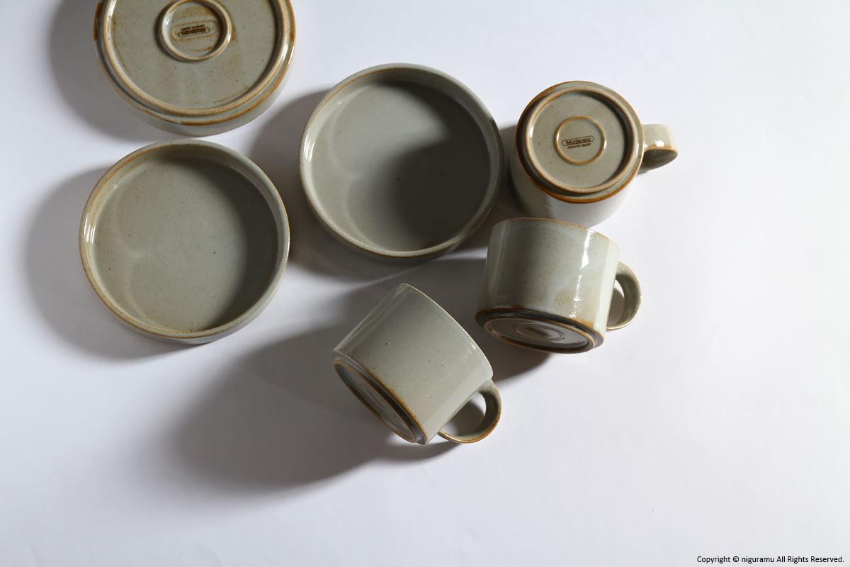 シャープなデザインでモダンな印象の、おしゃれなカップ&ソーサー
