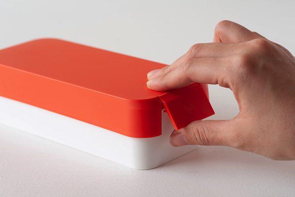 片手で楽々開閉することができる、レンジ対応のおしゃれな進化型お弁当箱
