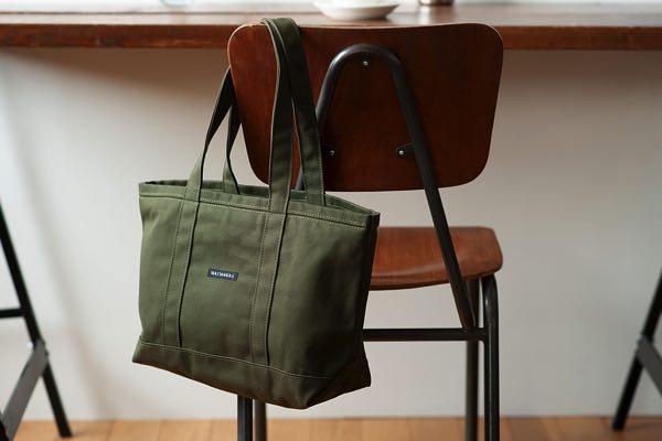 小さくてもしっかり入る、旅行や通勤などにおすすめのおしゃれなトートバッグ