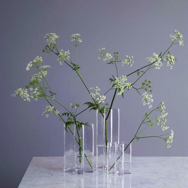 高品質で芸術性が高い、十字デザインのおしゃれなガラスの花瓶