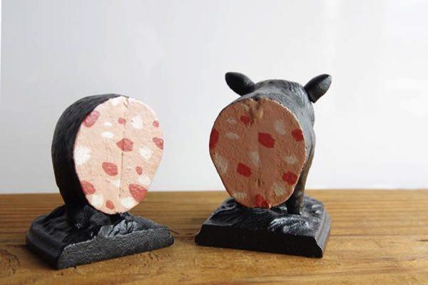 ころころ丸く愛らしいフォルムの豚の形をした、おしゃれなブックエンド