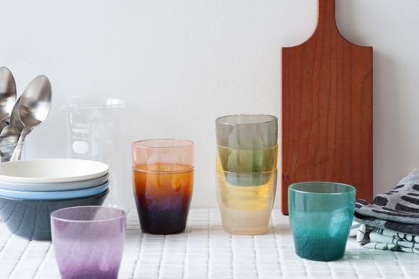 カラーバリエーションが豊富な、おしゃれな手づくりグラス