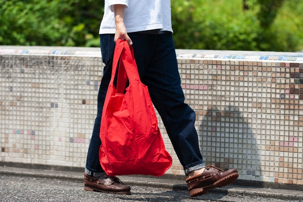 バックパックにもトートバッグにもなる、おしゃれで便利な2ウェイバッグ