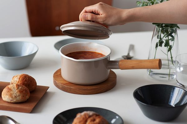 毎日の料理で何かと役立つ、おしゃれなIH対の応琺瑯ソースパン