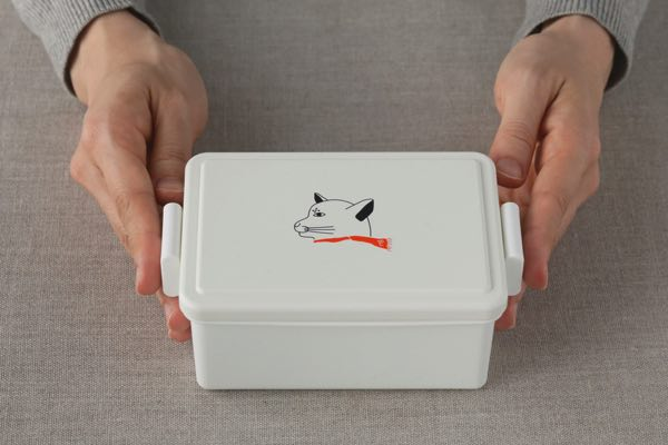 蓋と保冷剤が一体となった温度管理できる、猫のイラスト付きのおしゃれなお弁当箱