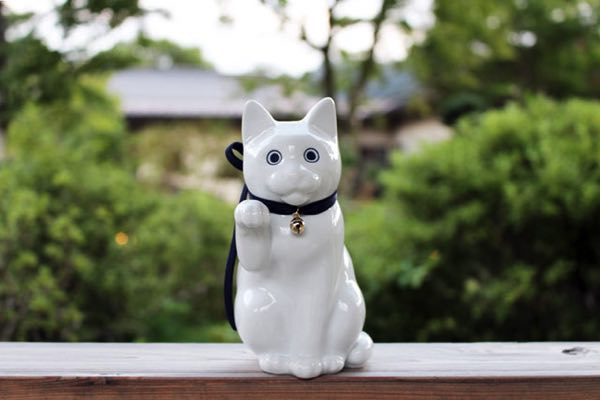 飾って良し貯めて良しの、おしゃれな招き猫の貯金箱