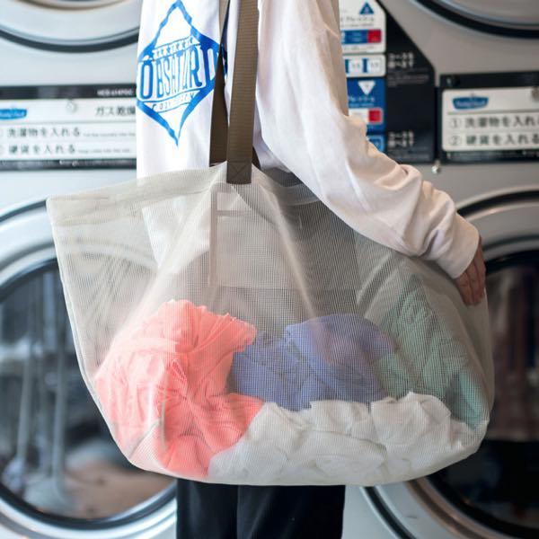 コインランドリーやアウトドアで大活躍する、メッシュ素材のおしゃれなキャリーバッグ