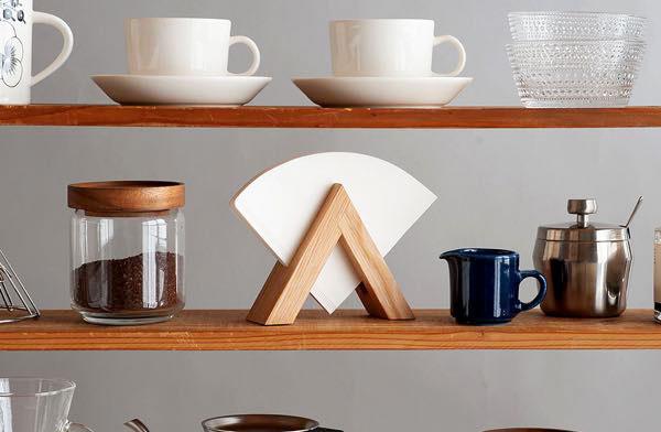 三角形のおしゃれな木製コーヒーフィルターホルダー