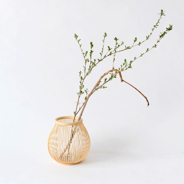 繊細な美しさと風格が魅力の、おしゃれな竹の花入れ