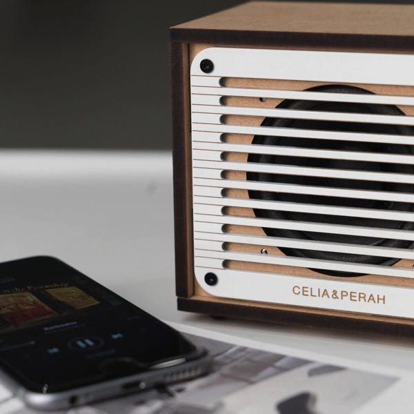 自分で組み立てる楽しさを体験できる、おしゃれなスピーカー機能付きラジオ