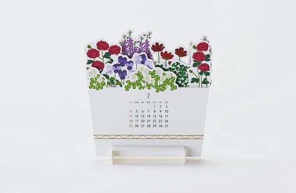 季節の花々をアレンジした寄せ植えをモチーフにした、おしゃれな卓上カレンダー2021年版