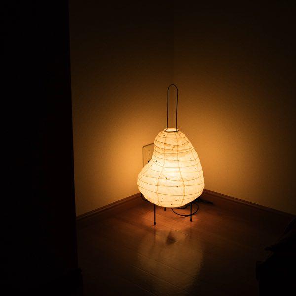 和紙の暖かな光を楽しめる、おしゃれなスタンドライト